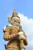 Het standbeeld van de beschermer bij de tempel Royalty-vrije Stock Afbeeldingen