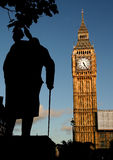 Het standbeeld van de Big Ben en van Winston Churchill bij zonsondergang royalty-vrije stock foto's