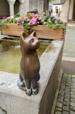 Het standbeeld van de bronskat bij Schaffhausen-stad stock afbeeldingen