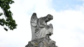 Het standbeeld van de engel in een begraafplaats royalty-vrije stock foto
