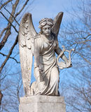 Het Standbeeld van de engel met Harp Stock Foto