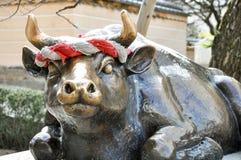 Het standbeeld van de heilige os bij de ingang van Dazaifu Tenmangu, Fukuoka, Royalty-vrije Stock Foto's