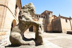 Het standbeeld van de leeuw in Collegiale Kerk van Santa Maria royalty-vrije stock foto's