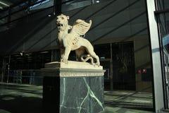 Het standbeeld van de leeuw met vleugels Royalty-vrije Stock Foto's