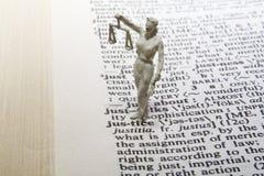 Het Standbeeld van de rechtvaardigheid met Definitie Royalty-vrije Stock Afbeelding