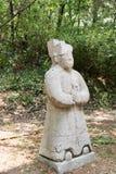 Het standbeeld van de steen van een monnik stock afbeeldingen