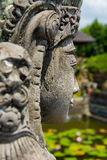 Het standbeeld van de tempelsteen van vrouwen op Bali, Indonesië Stock Foto's