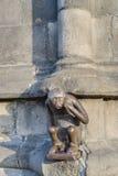 Het standbeeld van de wachthuisjeaap in Mons, België Stock Fotografie
