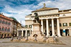 Het Standbeeld van Garibaldi en het Theater van de Opera in Genua royalty-vrije stock afbeelding
