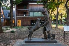 Het standbeeld van Hachiko en zijn eigenaar Stock Foto's