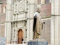 Het standbeeld van het brons van Paus John Paul in Guadalupe Royalty-vrije Stock Afbeeldingen