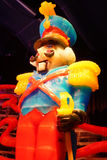 Het standbeeld van het notekrakerkarakter door ijs wordt gemaakt dat Stock Foto