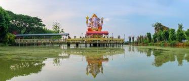 Het standbeeld van Hindoese god Ganesha bij Pikul-Leren riemtempel, zingt Buri Tha Stock Foto's