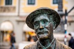 Het standbeeld van James Joyce in Triëst stock afbeeldingen