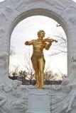 Het standbeeld van Johann Strauss op voetstuk Royalty-vrije Stock Foto's