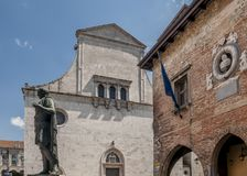 Het standbeeld van Julius Caesar in Largo Boiani in Cividale del Friuli, Udine, Friuli Venezia Giulia, Italië stock fotografie