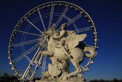 Het standbeeld van Koning die van Bekendheid Pegasus berijden op de Plaats DE La Concorde met ferris rijdt, Parijs, Frankrijk stock foto