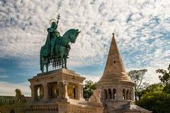 Het standbeeld van Koning Saint Stephen in Boedapest royalty-vrije stock fotografie