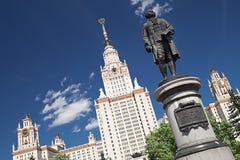 Het Standbeeld van Lomonosov, de Universiteit van de Staat van Moskou Stock Fotografie