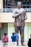 Het standbeeld van Mandela Stock Afbeeldingen