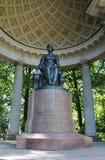 Het standbeeld van Maria Feodorovna in het paviljoen Rossi Pavlovskypark De stad van Pavlovsk royalty-vrije stock afbeelding