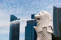 Het standbeeld van Merlion, oriëntatiepunt van Singapore royalty-vrije stock afbeeldingen
