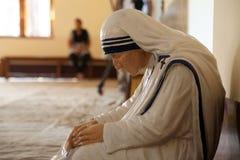 Het standbeeld van Moeder Teresa in de kapel van het Moederhuis, Kolkata royalty-vrije stock afbeeldingen
