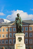Het standbeeld van Mozart in Salzburg Oostenrijk stock fotografie