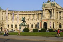 Het standbeeld van Prinz Eugen in het open vierkant van Heldenplatz dichtbij het Hapsburg-Paleis royalty-vrije stock fotografie