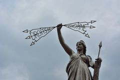 Het standbeeld van Rechten van de mens in Aurillac Stock Afbeeldingen
