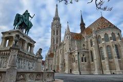 Het standbeeld van Saint Stephen van Matthias Church en van de Koning Stock Foto