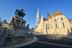 Het standbeeld van Saint Stephen van Matthias Church en van de Koning Royalty-vrije Stock Fotografie
