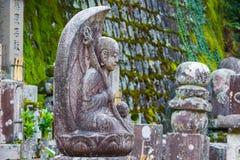 Het standbeeld van steenboedha bij de Tempel van Eikando Zenrinji in Kyoto Stock Foto