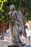 Het standbeeld van het steenmonument van engelen op het graf Stock Afbeelding