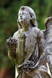 Het standbeeld van het steenmonument van engelen op het graf Stock Fotografie
