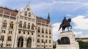 Het Standbeeld van Telling Gyula Andrà ¡ ssy voor het Hongaarse Parlement - Boedapest, Hongarije stock fotografie