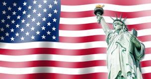 Het Standbeeld van Vrijheid, Oriëntatiepunten van de Stad van New York met Vlag van de achtergrond van Verenigde Staten Stock Foto's