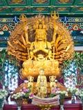 Het standbeeld van Yin van Guan in tempel, Thailand royalty-vrije stock foto