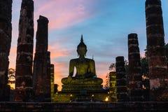 Het standbeeld wat mahathat tempel van Boedha bij sukhothai Thailand Stock Afbeeldingen