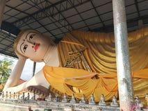 Het Standbeeldbeeldhouwwerk van close-up Birmaans Boedha, Wat Thaiwattanaram, Mae Royalty-vrije Stock Foto's