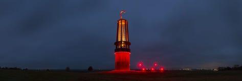 Het standbeeldmoers Duitsland van de Geleuchtmijnbouw bij panorama van de nacht het hoge definitie royalty-vrije stock foto's