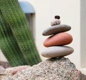 Het stapelen van stenen Stock Foto