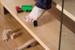 Het stappen op stuk speelgoed stock afbeeldingen