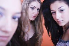 Het staren van vrouwen Stock Foto's