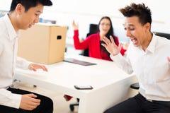 Het startbedrijf krijgt Hun Eerste Vraag Stock Foto's