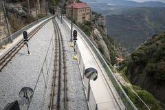 Het station en de spoorweg van Cremallera DE Montserrat leiden, Catalonië, Spanje op stock fotografie