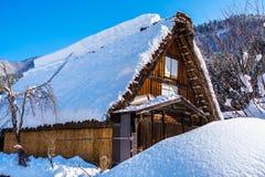 Het stedelijke huis shirakawa-gaat binnen met Sneeuw royalty-vrije stock foto's