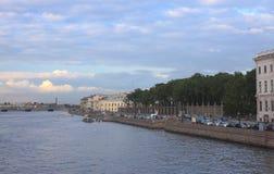 Het stedelijke landschap van de zomer, St. Petersburg, Rusland Royalty-vrije Stock Foto