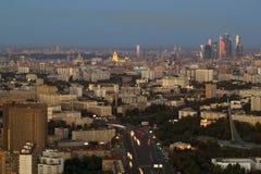Het stedelijke landschap van grote steden en megastadën, Moskou stock afbeeldingen