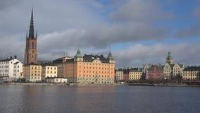 Het stedelijke landschap van Oud Stockholm zweden stock video